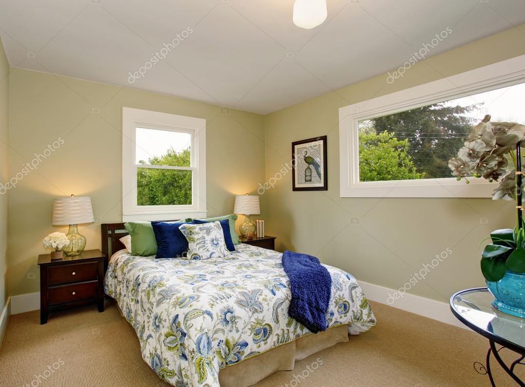 Moderne Schlafzimmer mit grünen und blauen Inneneinrichtung ...