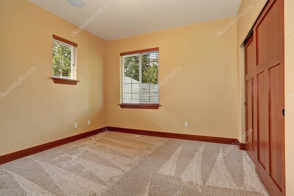 B torozatlan szoba b zs bels fest k stock fot - Elegir pintura para interiores ...