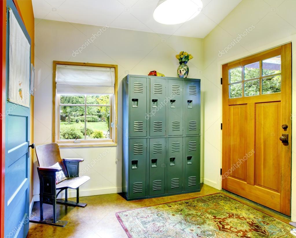 Einzigartigen Eingangsbereich Haus mit sehr farbenfrohen Interieur ...