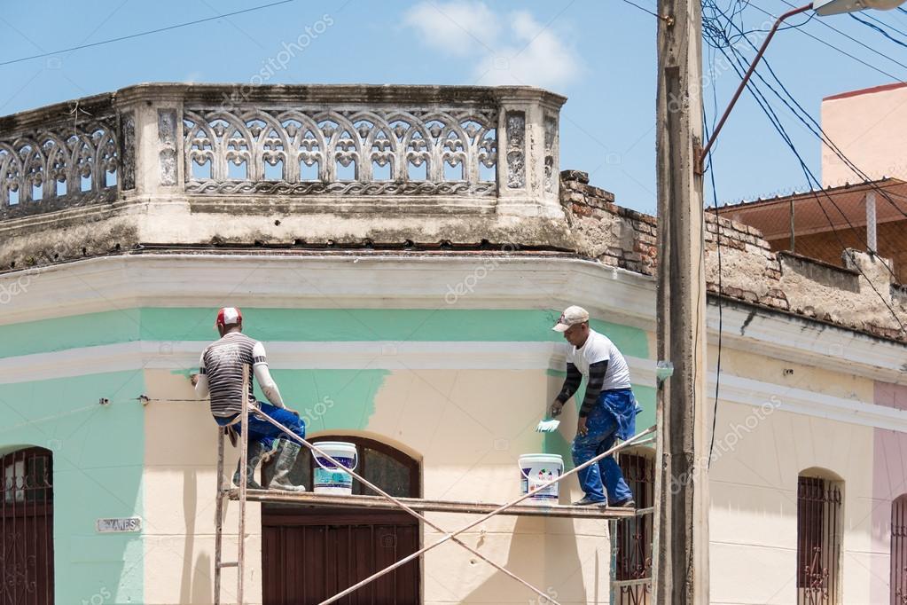 Resultado de imagem para homem pintando fachada de casa itapetinga noticias