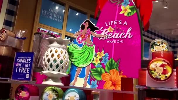 hawaiianischen Hula-Mädchen winken auf zum Verkauf Zeichen in Bad und Körper Werke speichern