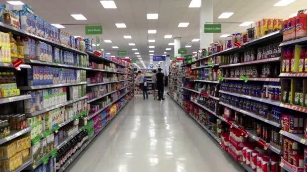 pasillo de bebidas uice, café y té en la tienda Walmart — Vídeos de ...