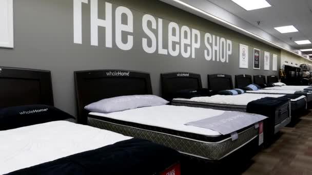 Movimiento de pantalla nuevas camas dentro de la tienda Sears ...
