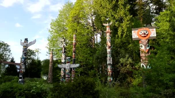 Natív totem lengyelek belül downtown Stanley Park