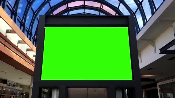 Zelený billboard pro reklamu v centru města Lougheed mall
