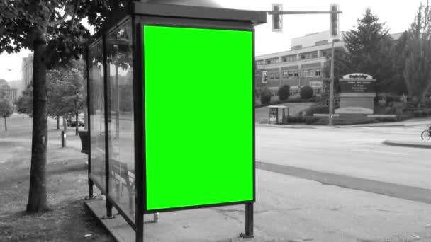 公交车站定了调子的黑与白