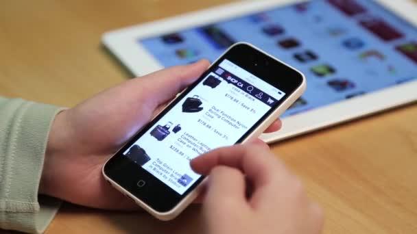 Közelről nő új táskát iPhone vásárlás