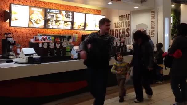Jedna strana A  W fast food restaurace