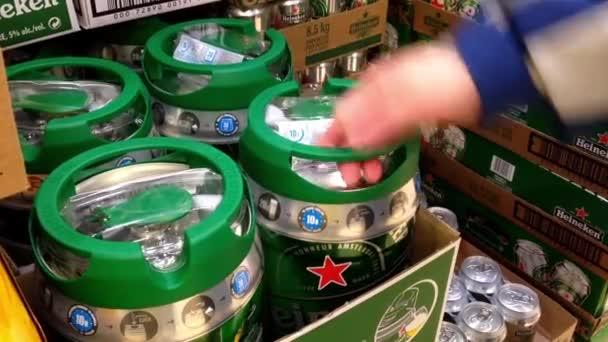 Vásárlók Vásárlás Heineken sör belül Bc liquor store