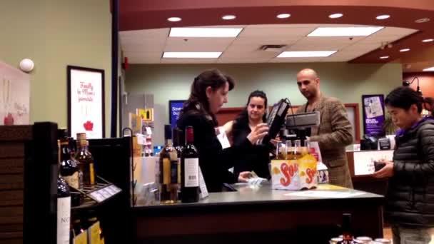 fizet a bor belsejében bc alkoholüzlet vásárlók