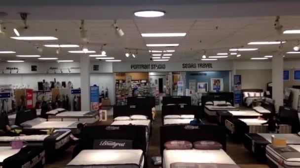 Almacenar colchones comercial al cliente dentro de Sears — Vídeo de ...