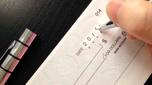 Vypisuju šek platit za pronájem bytu