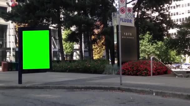 zelený billboard pro vaši reklamu na ulici