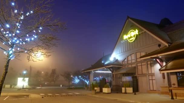 Plně smogu v časných ranních hodinách v Hard Rock Casino