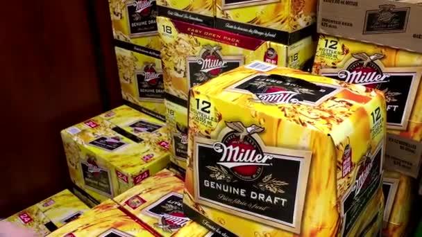 Vásárlók Vásárlás Miller belül Bc alkoholüzlet sör