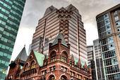 Budovy staré a nové Toronto