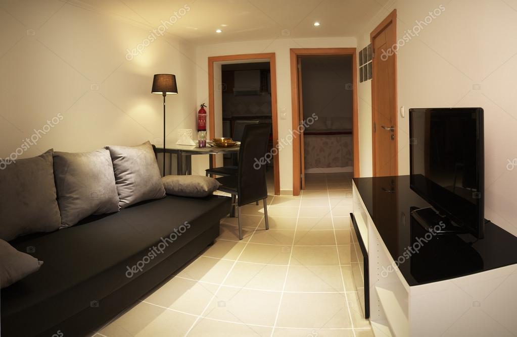 Kleine woonkamer huis interieur — Stockfoto © armando_frazao #80525818