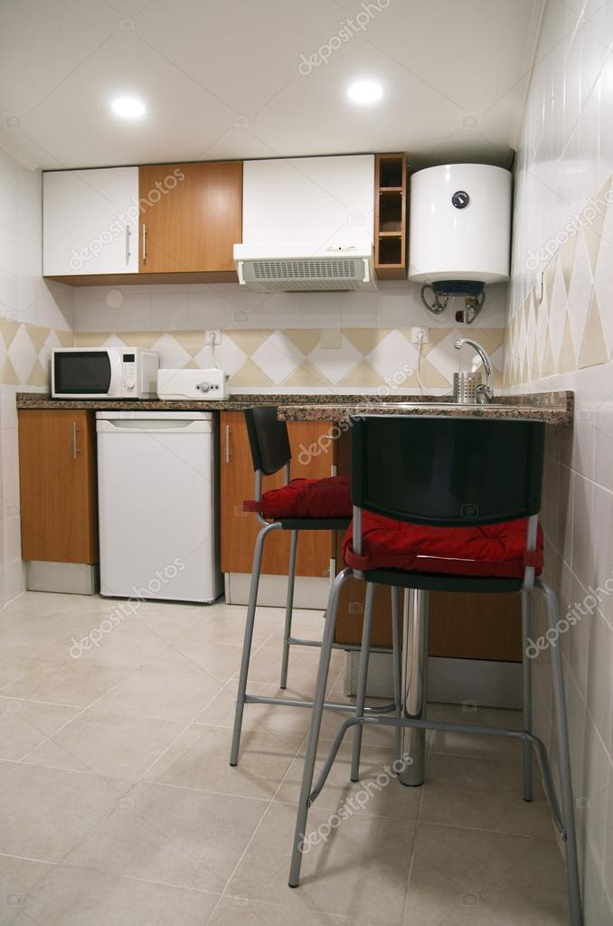 Kleine Küchenstühle und Geräte — Stockfoto © armando_frazao #80525838