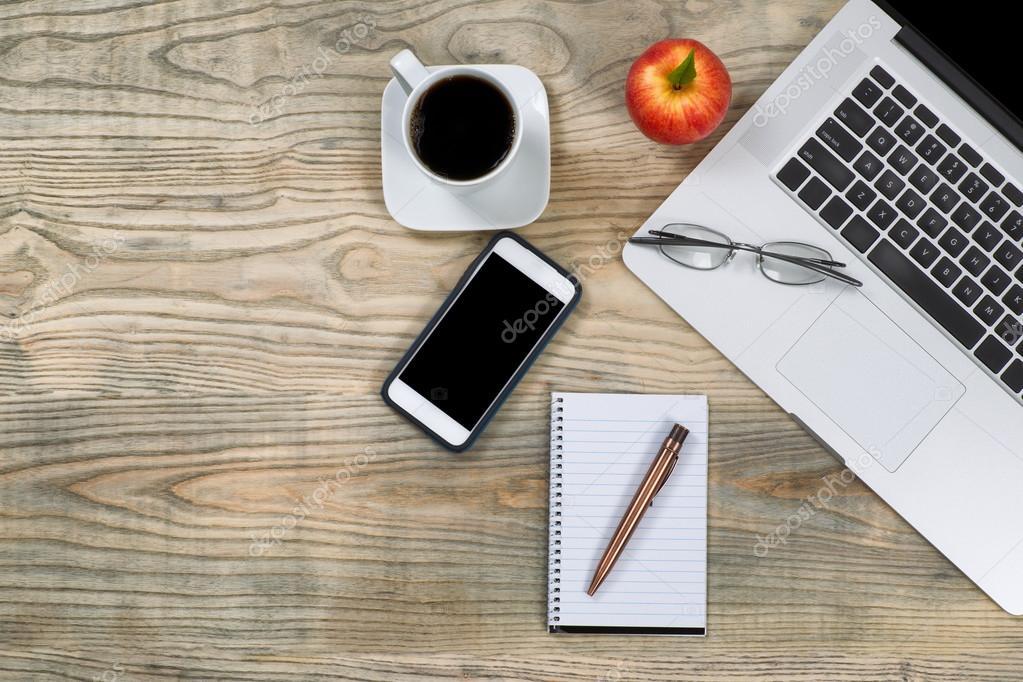 Ordentlich Arbeitsbereich mit roten Apfel und Kaffee Pause ...