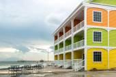 Fotografie bunte Häuser am Strand
