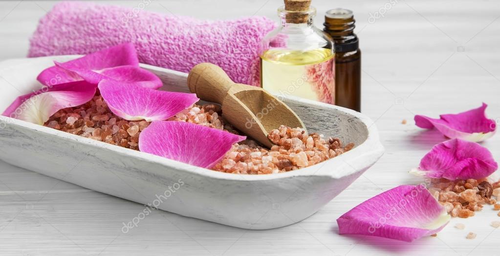 Bagno Lilla E Rosa : Regolazione della stazione termale con sali da bagno rosa petali di