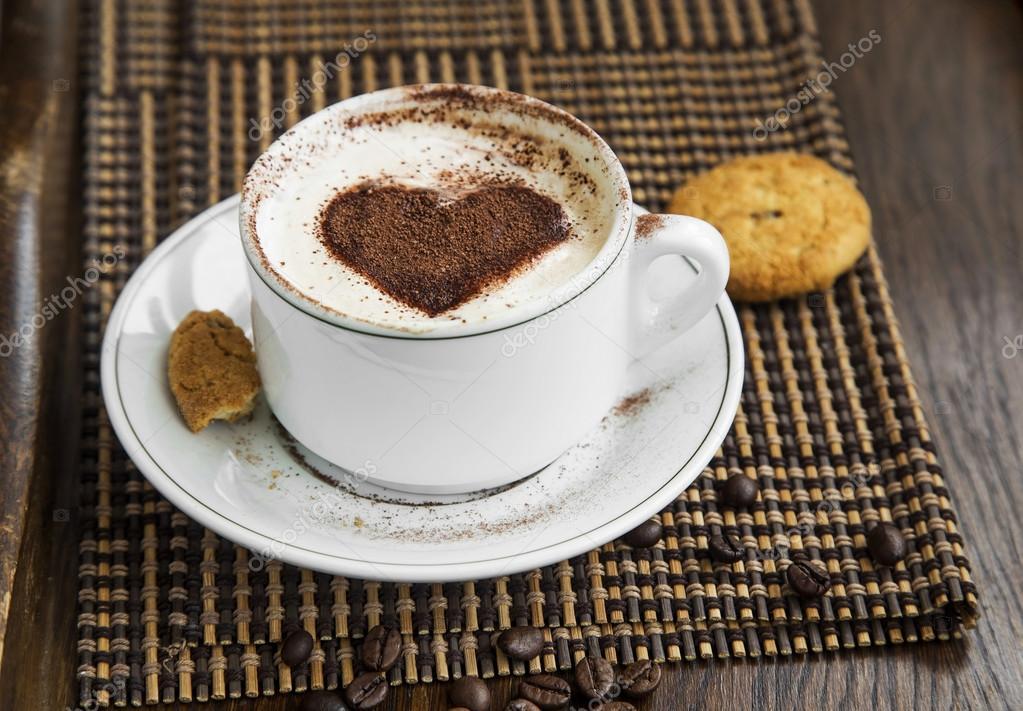 Café Capuchino Café Con Forma De Corazón De Cacao Y