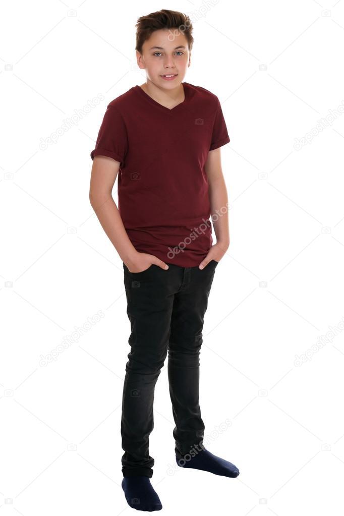 Retrato de corpo inteiro de menino adolescente
