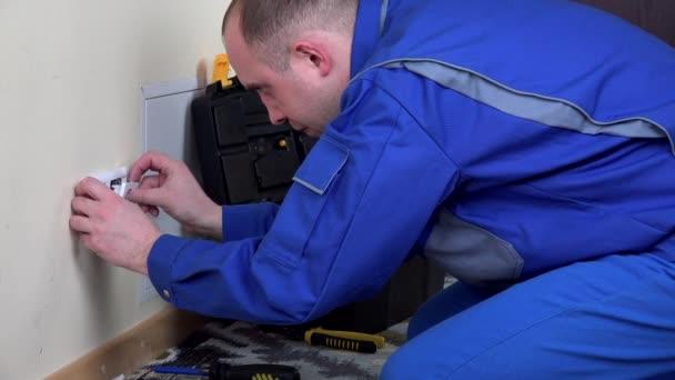 Ten elektrikář nainstalovat zásuvky