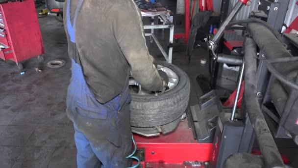 szerelő abroncsnyomás gumiabroncs, kerék, workshop
