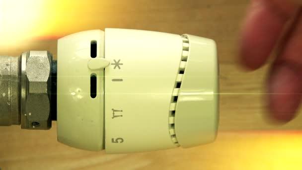 ruční ventil zapněte radiátor. Řízení teploty topné