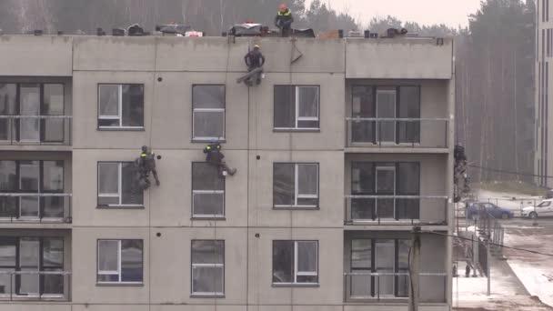 Bergsteiger Arbeiter Isolieren Haus Wand Gelenk Mit Spezialgeraten