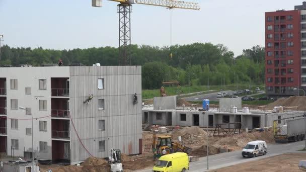 Facharbeiter Isolieren Haus Wand Stich Loch Und Kran Belastung 4k