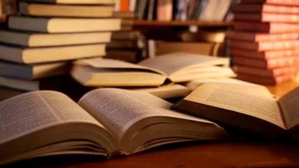 Buch in einer Bibliothek öffnen