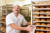 Fényképek Baker az ő pékség kenyér sütés