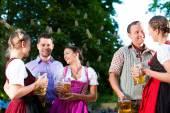 Fotografie Freunde, die Bier trinken