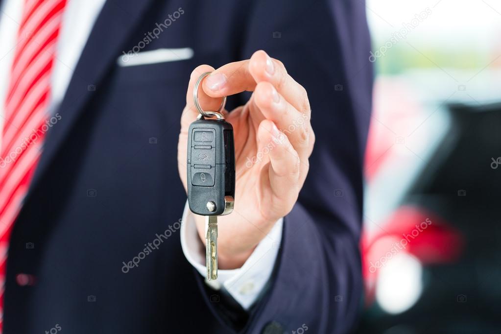 Rivenditore auto in concessionaria auto