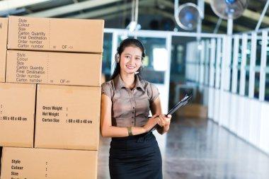 Customer Service in Asian logistics warehouse