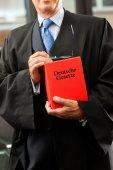 Právník s kódem občanského práva