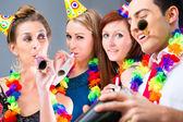 Freunde-Party in der Cocktailbar
