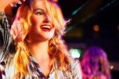 Fényképek Nő a klubban, vagy bár szórakozás