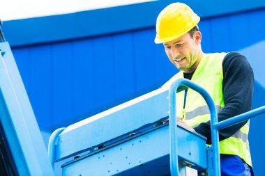 Crane driver driving hydraulic lifting ramp