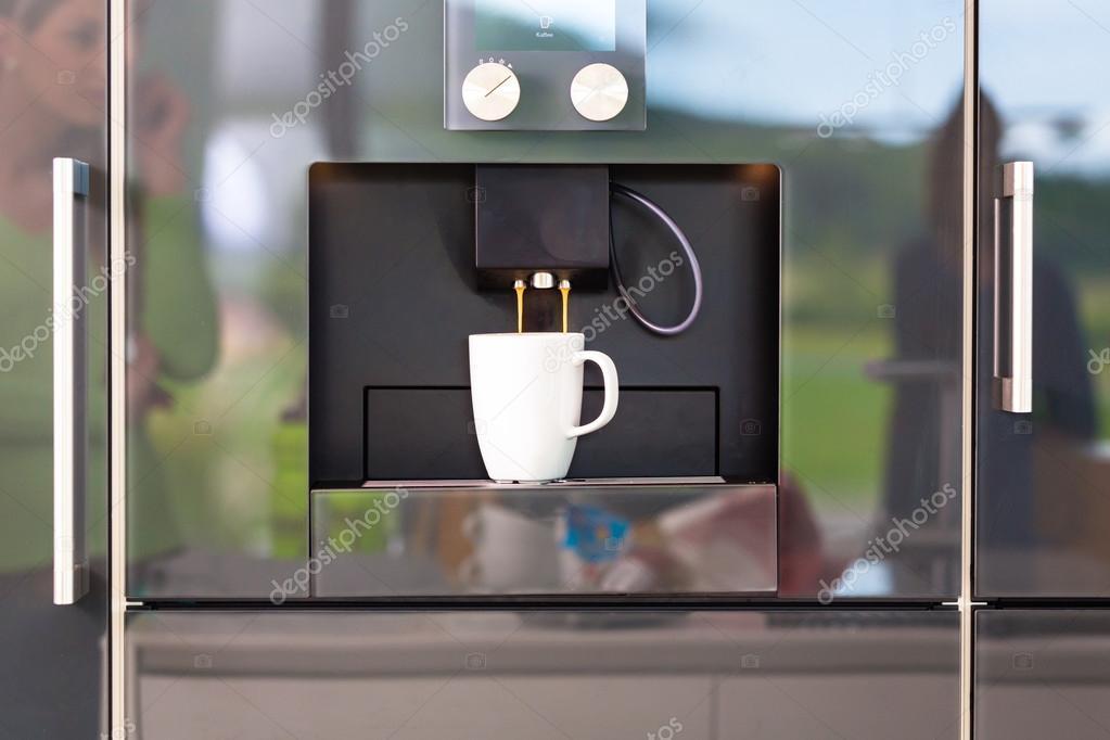 Koffiemachine De Keuken : Koffiemachine in design binnenlandse keuken u2014 stockfoto © kzenon