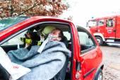 Nehoda - hasičů zachraňuje obětí automobilu