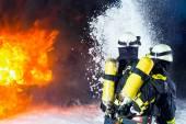 Fotografie Hasič - hasiči hašení velký požár