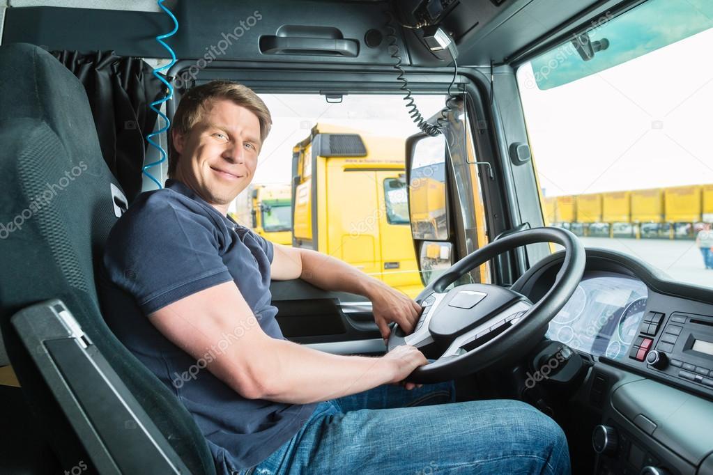 Fotos de Chofer de camión de stock, Chofer de camión imágenes libres de  derechos   Depositphotos®