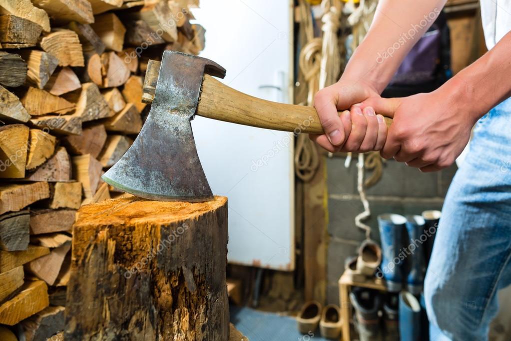 Топор в дровах картинки