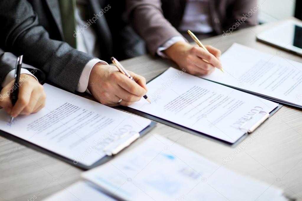 Geschäft Jugendliche In Das Bewerbungsgespräch Unterzeichnet Einen