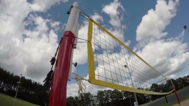 Volejbalovou síť a basketbalový koš, timelapse 4k