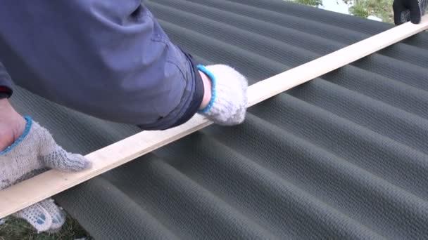 Strato del tetto lavoratori misura e marchi