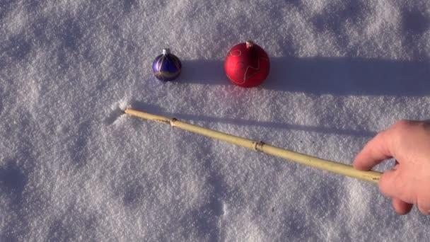Rok 2016 na čerstvý sníh a vánoční koule hračka